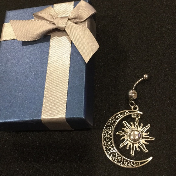 Beautiful Sun Moon Hanging Belly Button Ring Nwt
